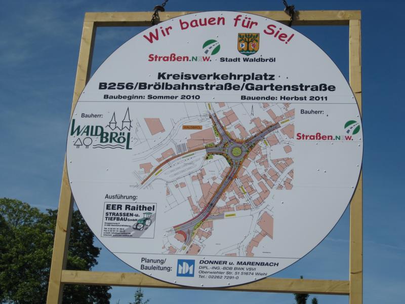 Baustellenschild am neuen Kreisverkehrsplatz Brölbahnstraße / Gartenstraße