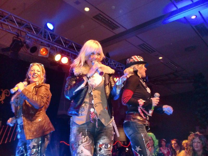 Die Damen der Band »Colör« live auf der Sitzung