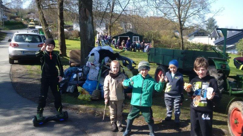 Die fleißigen Helfer bei Müllaktionstag in Wilkenroth