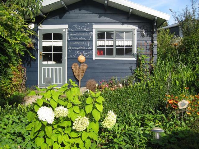 Gartenhaus in Machs Garten Terrasse in Machs Garten