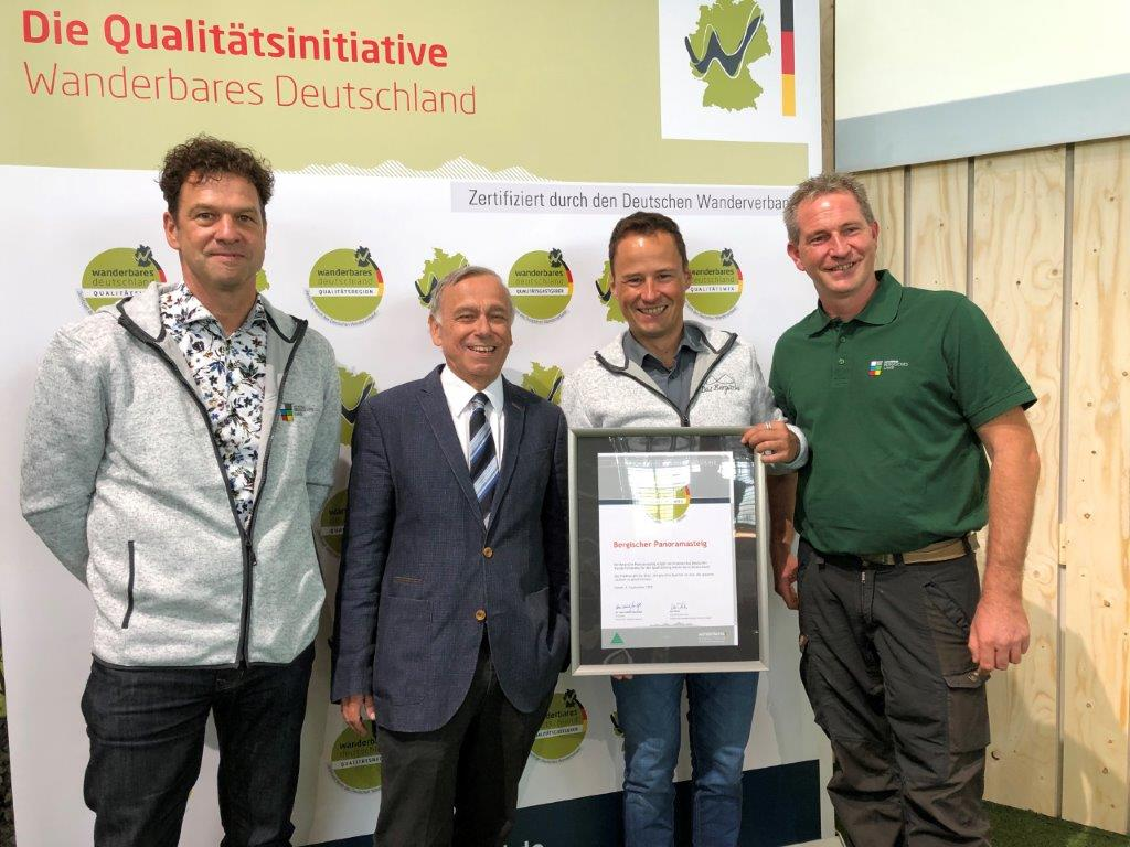 """Der """"Bergische Panoramasteig"""" ist erneut als """"Qualitätsweg Wanderbares Deutschland"""" zertifiziert worden"""