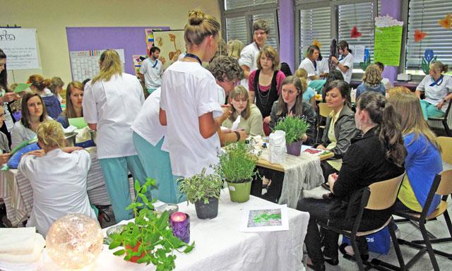 Schmerzen lindern ohne Medikamente: Krankenpflegeschüler informieren am Donnerstag im Kreiskrankenhaus Waldbröl