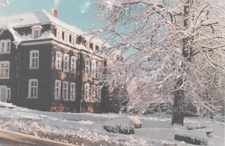 Das Waldbröler Rathaus im Schnee