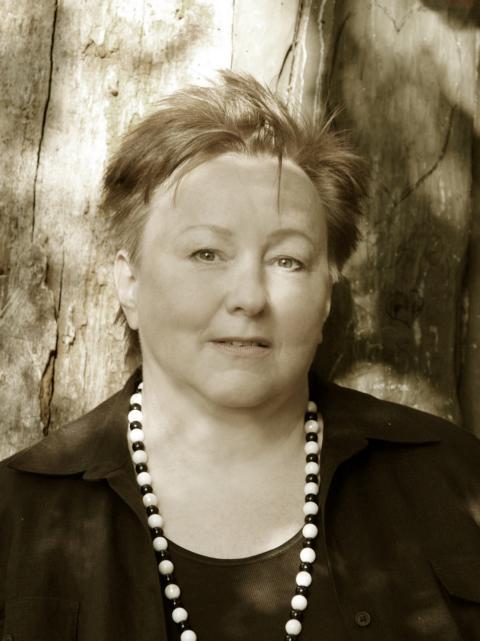 Portrait der Autorin Anne Tüne