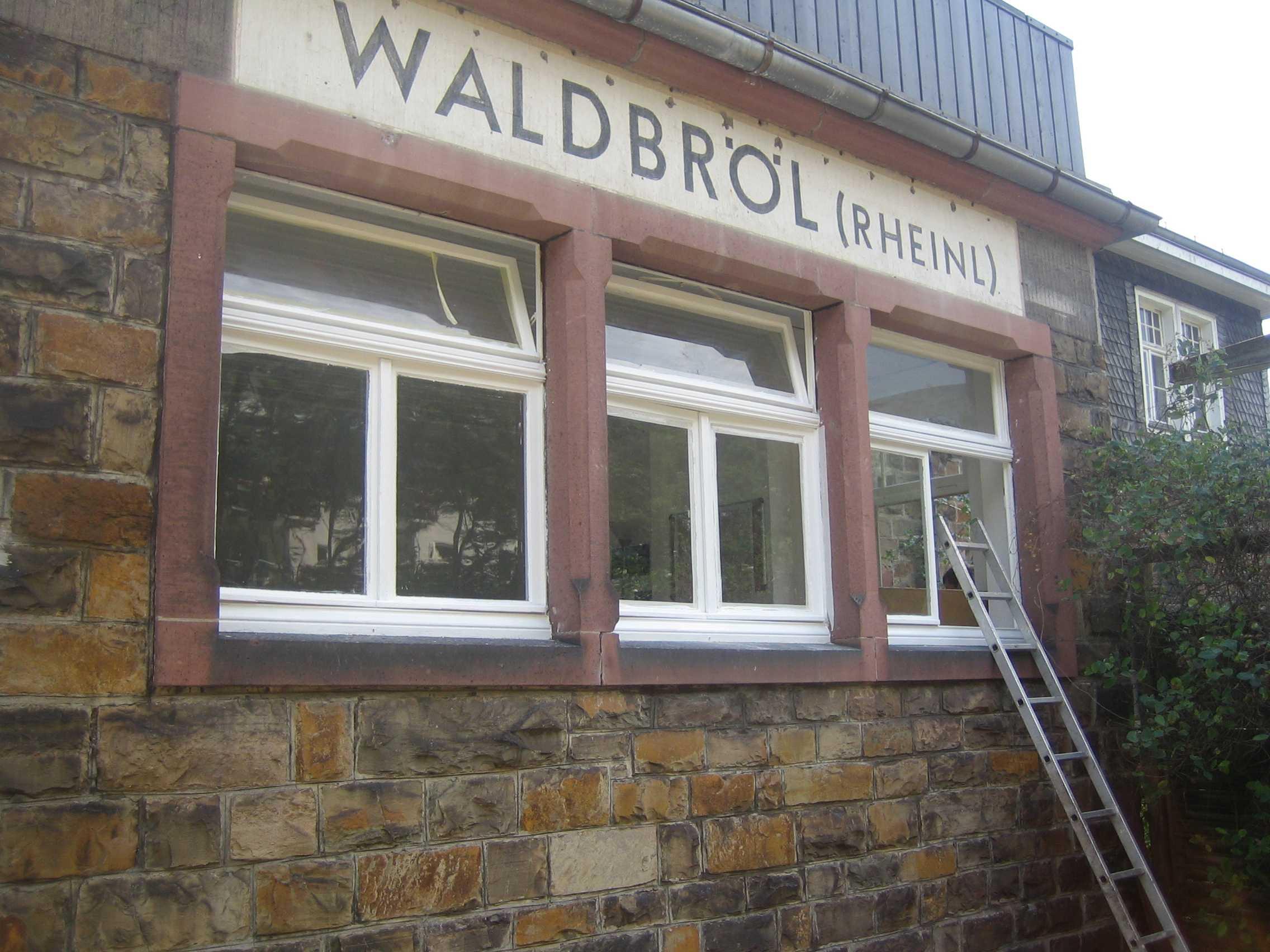 Ehrenamtliche Helfer am Waldbröler Bahnhof. Foto: Jürgen Seinsche Der Waldbröler Bahnhof. Foto: Jürgen Seinsche