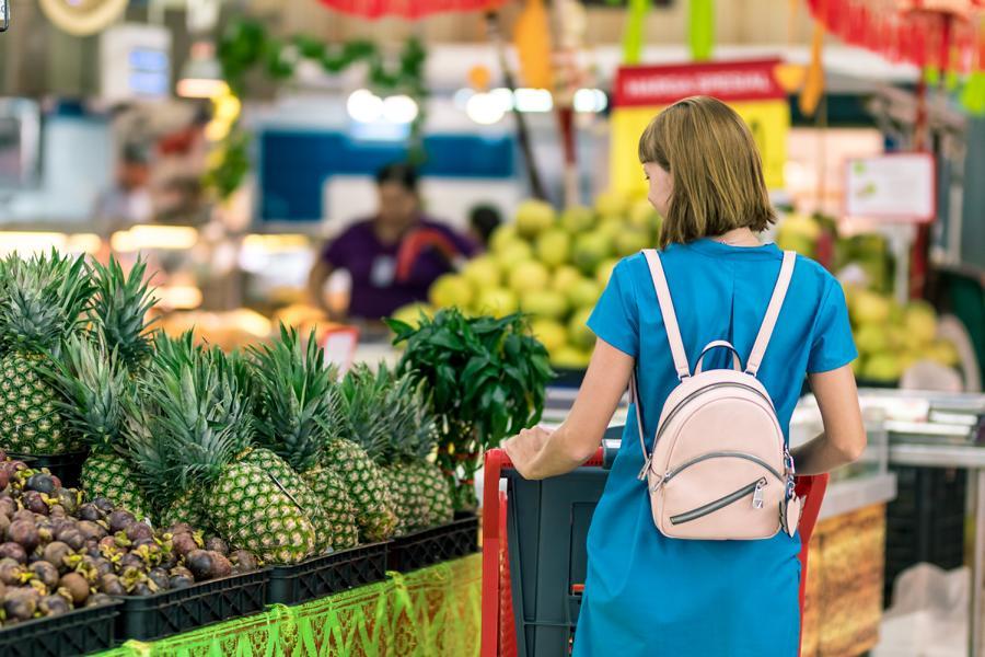Einkaufshilfe im Supermarkt (Symbolfoto)