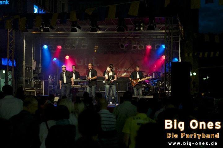 """Die Partyband """"Big Ones"""" sorgt beim Ü30 Open Air für gute Musik und Stimmung"""