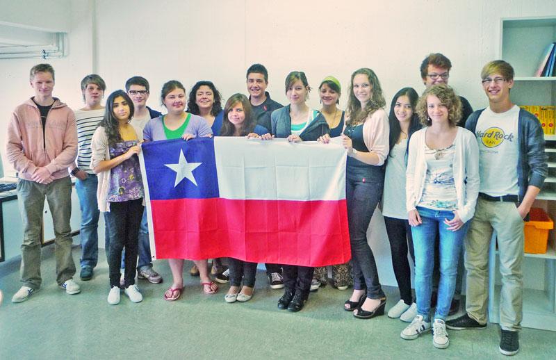 Schüler der Gesamtschule Waldbröl zeigen Flagge für Chile; Im Herbst geht's los!