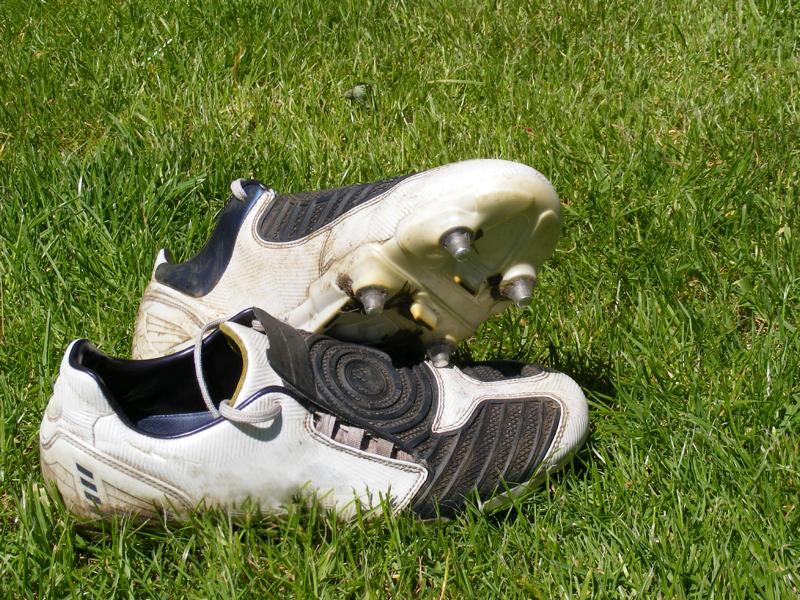 Fußballschuhe auf Rasen