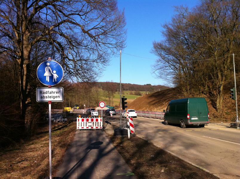 Baustelle am neu entstehenden Kreisverkehrsplatz Baustelle am neu entstehenden Kreisverkehrsplatz Baustelle am neu entstehenden Kreisverkehrsplatz