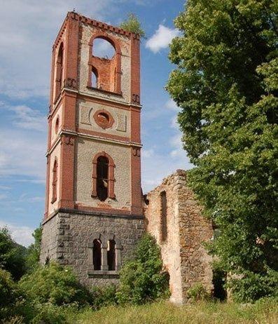 Eine Kirchenruine in Schlesien
