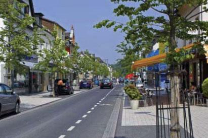 Fotosimulation der Waldbröler Kaiserstraße als Einbahnstraße (Bild: ASS - Architektur Stadtplanung Stadtentwicklung - Hamerla)