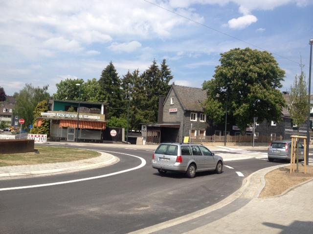 Der fertiggestellte Brölbahnkreisel Waldbröl - jetzt läuft's
