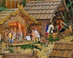 Handgefertigte Holzkrippen auf dem Waldbröler Weihnachtsmarkt
