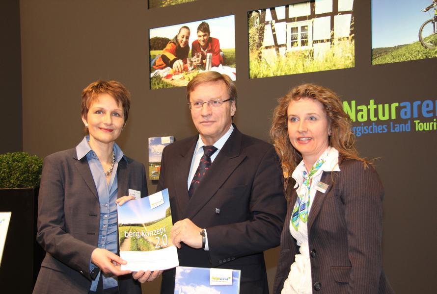 Mitarbeiter der Naturarena Bergisches Land auf der ITB in Berlin