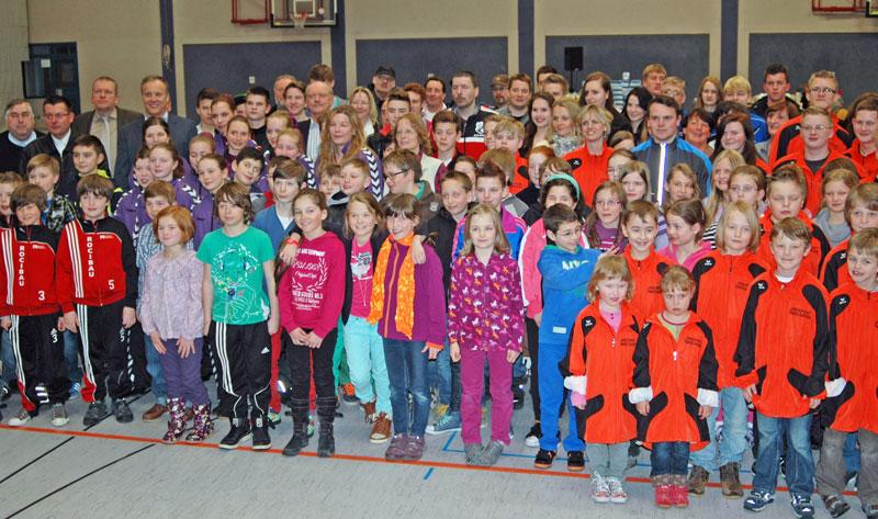 Alle Teilnehmer der Sportlerehrung 2013 in der Nutscheidhalle
