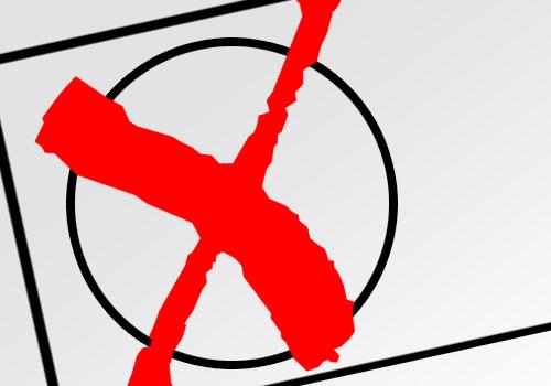 Rot angekreuztes Auswahlfeld auf einem Wahlschein